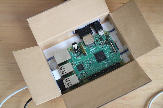 Amazonのギフトボックスでラズパイ3のケースを作る
