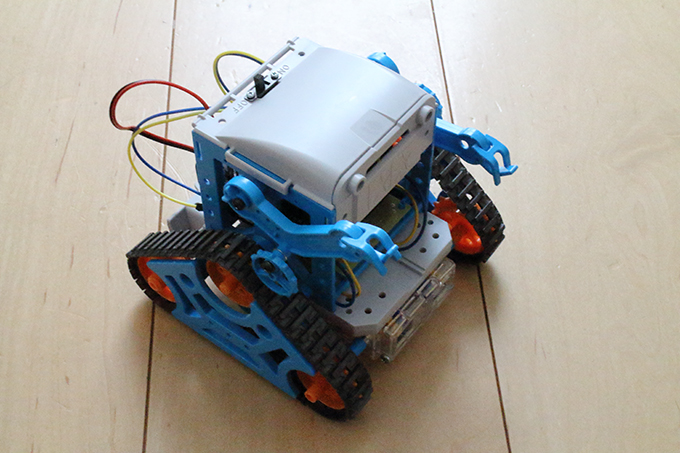 タミヤの「カムプログラムロボット工作セット」のカムプログラム関連の部品を取り外す