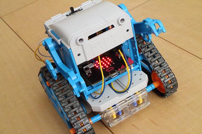 micro:bit 2台で「カムプログラムロボット工作セット」をラジコン操作する