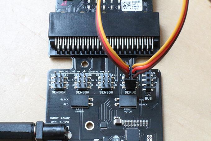 【micro:bit】拡張基盤moto:bitでサーボモーターを2つ制御する